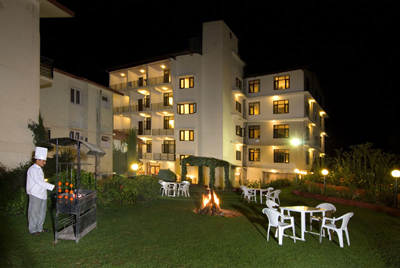at-night, 3 star resorts in manali