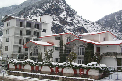 during-snow-time, 4 star resorts in manali