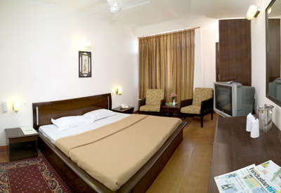 golden-room2, resorts in manali shimla india