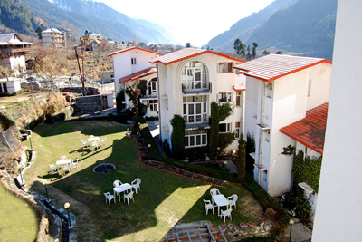 lawn2, popular resorts in manali
