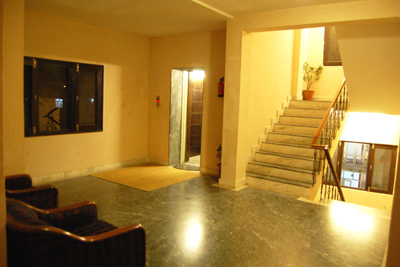 lift-lobby, luxury resorts in manali, best hotels