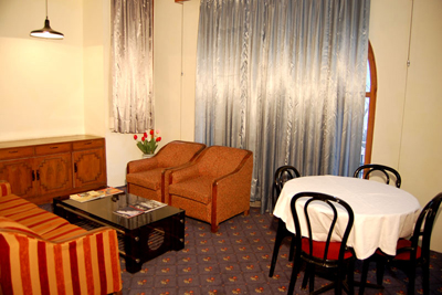 living-room1, luxury and budget resorts in manali