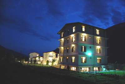 night view, cheapest resorts in manali