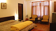 golden-room1, resorts in manali india