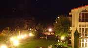 lawn-at-night, best resorts in manali