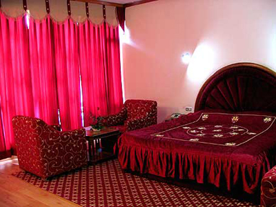 honeymoon-bed-room, 5 star resorts in manali tourism