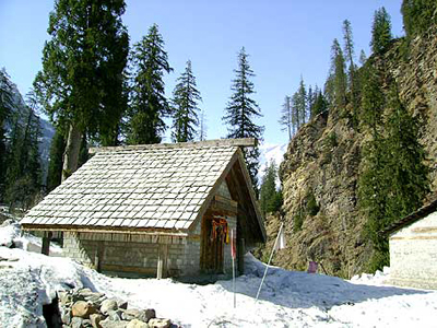 manali-forest-view-with-snow, 1 star resorts in manali