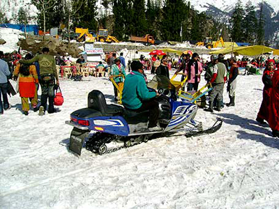 skiing-on-the-real-snow-of-manali-rohtang, luxury resorts in manali